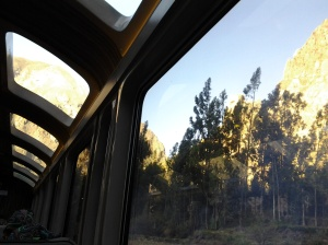 Vista das janelas panorâmicas do trem